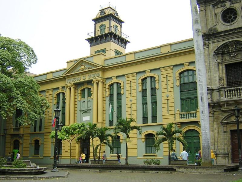 CUÁNTO CUESTA ESTUDIAR UNA MAESTRÍA EN COLOMBIA